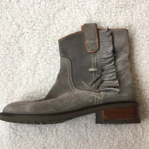 Shoes - Gray suede fringe boots